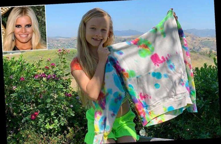 Jessica Simpson's Daughter Maxwell Makes Adorable DIY Tie-Dye Sweatshirt — for Mom!