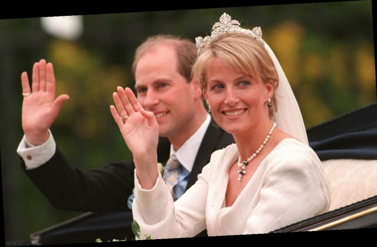 5 facts about the Earl and Countess of Wessex's seven-tiered wedding cake