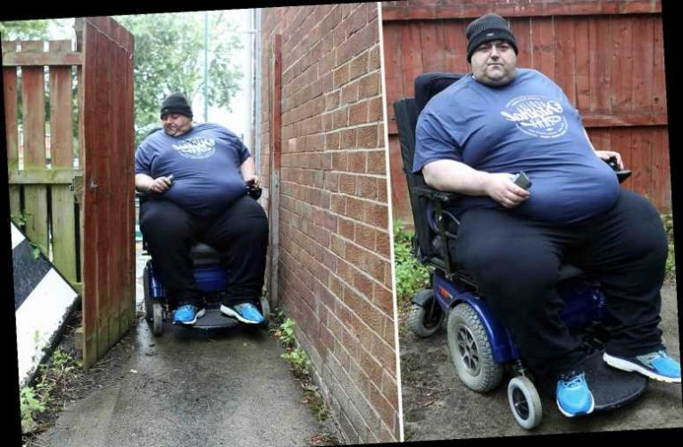 Former bodybuilder who ballooned to 50 STONE told by doctors to lose the weight or he will die