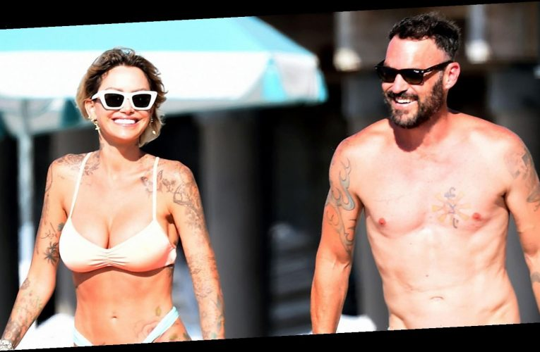 Back On? Brian Austin Green Hits the Beach With Tina Louise
