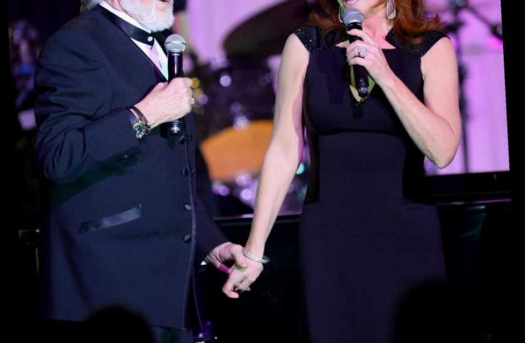 Reba McEntire Says Late Kenny Rogers 'Saved My Sanity' After Her Band's 1991 Fatal Plane Crash