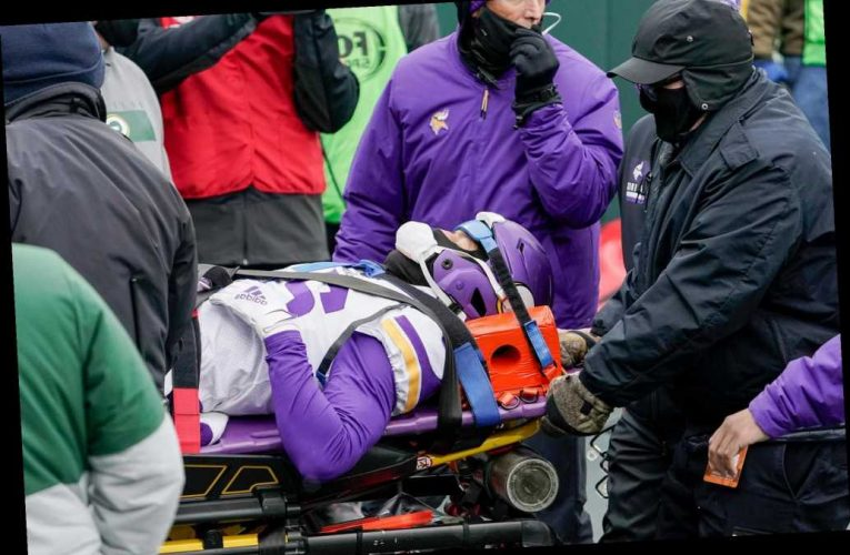 Vikings' Cameron Dantzler stretchered off field after scary hit to head