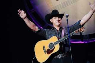 Jon Pardi Epitomizes Retro Cowboy Style