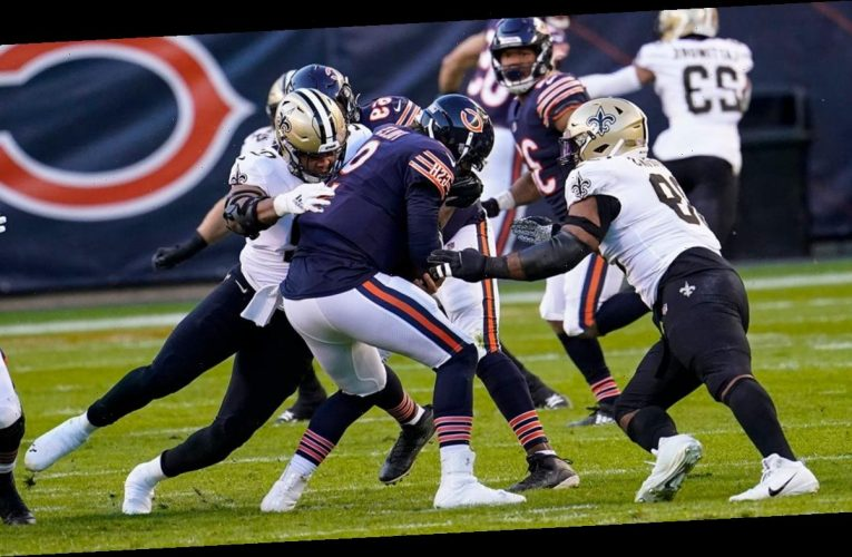 Bears-Saints players fight in middle of tight game