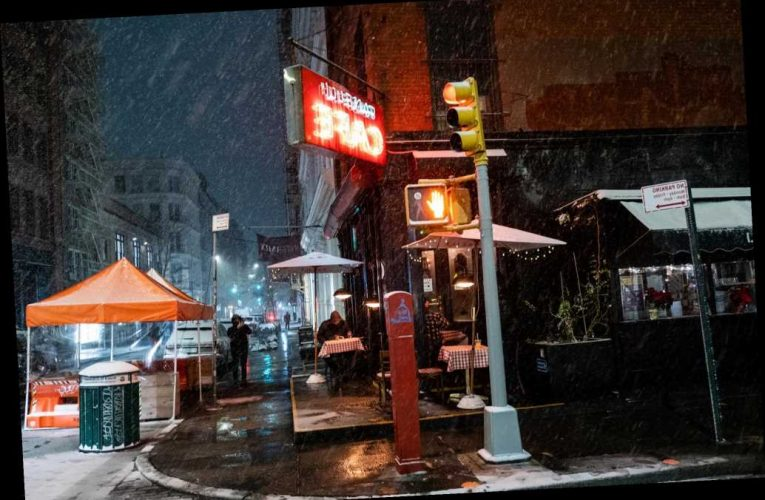 New Yorkers brave Winter Storm Gail to dine outside