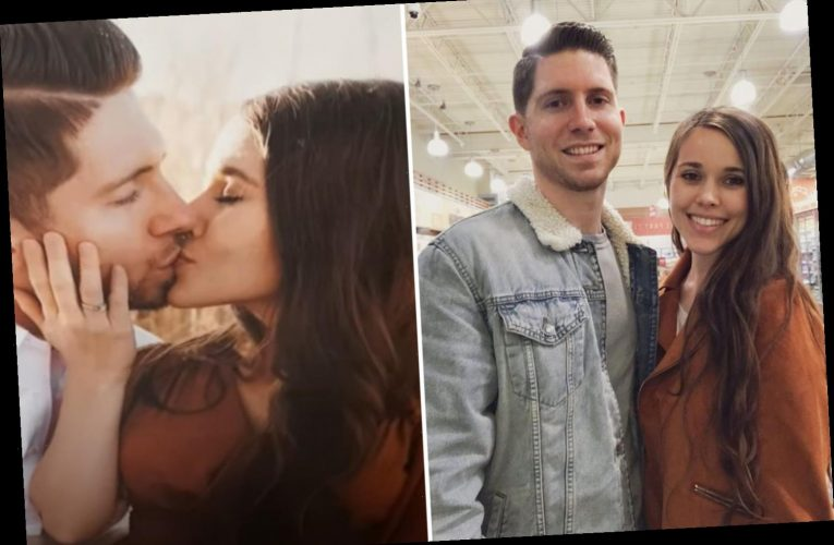 Inside Jessa Duggar's living room makeover featuring PDA-packed photos with husband