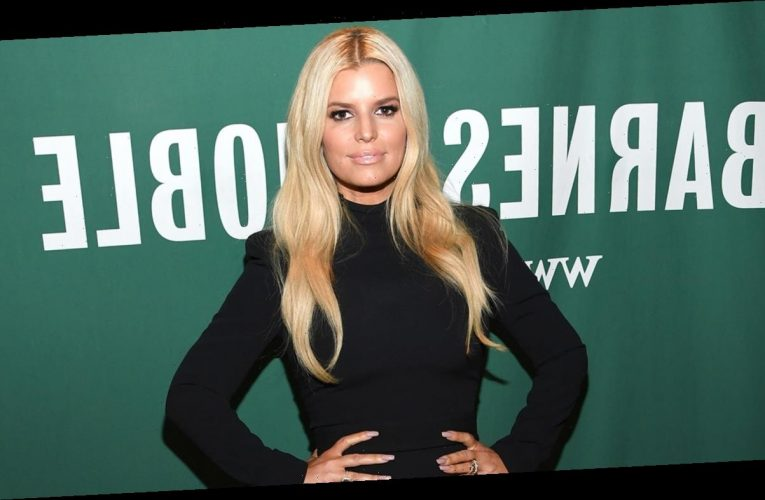 Jessica Simpson shares makeup-free selfie with daughter Birdie Mae: 'Tongue twister'