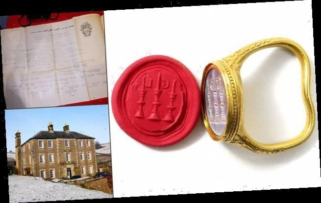 17th century gold seal ring set to take £30,000 at auction this week