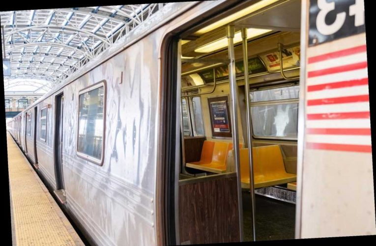 Teen falls between Brooklyn subway cars during struggle with robbers
