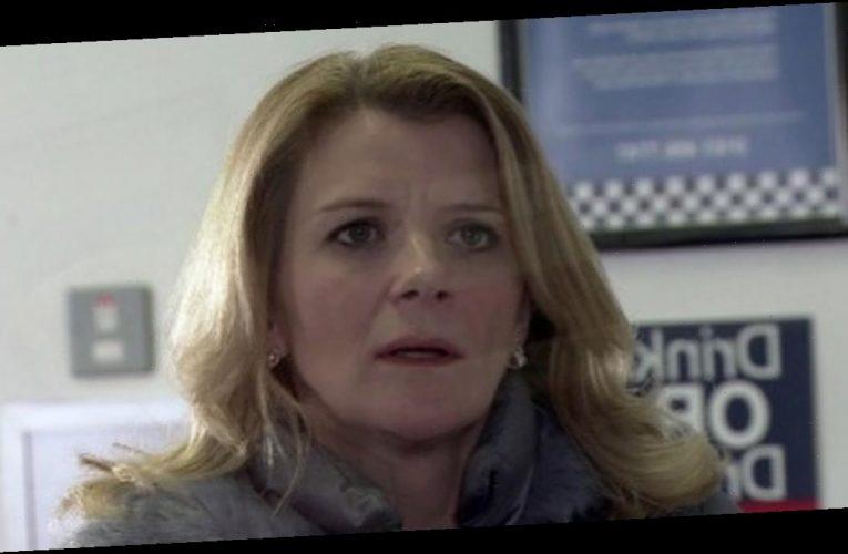 Corrie fans left baffled over Leanne Battersby's coat blunder amid drugs plot