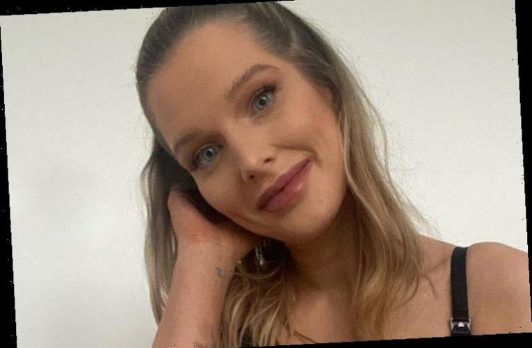 Pregnant Helen Flanagan predicts she'll go into labour tomorrow in bathroom bump selfie