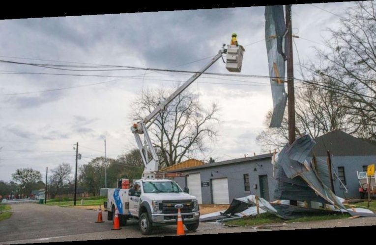 Severe weather outbreak moves into Southeast US