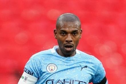 Fernandinho reveals he is in charge of Man City club fines and stars are banned from using phones in physical therapy