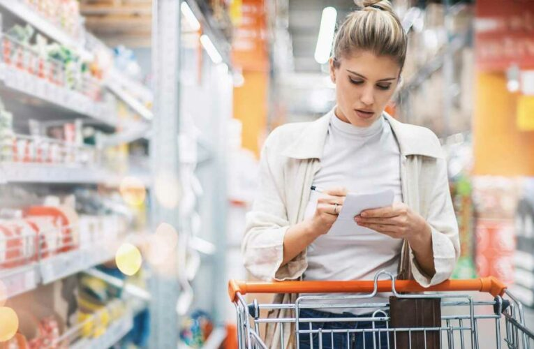 How to eat better on a budget- from planning meals in advance & why you should ALWAYS check bottom supermarket shelves