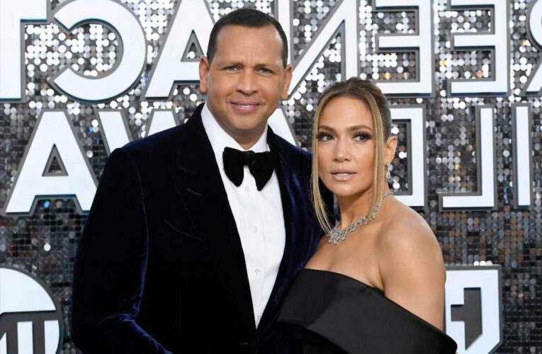 Jennifer Lopez and Alex Rodriguez spotted out to dinner