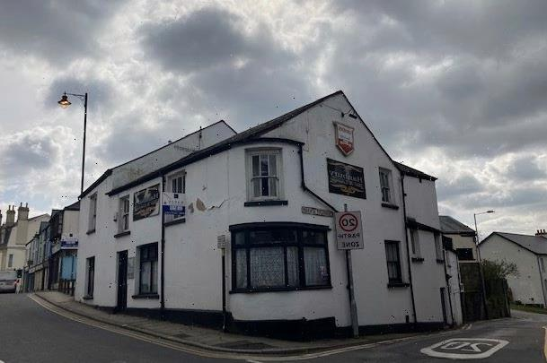 'Haunted' pub goes on sale for £140,000 with deathly secret lurking in the cellar