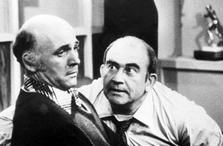 """Ed Asner, Mauren McCormick, Kevin Smith And More Pay Tribute To Late Gavin MacLeod: """"My Heart Is Broken"""""""