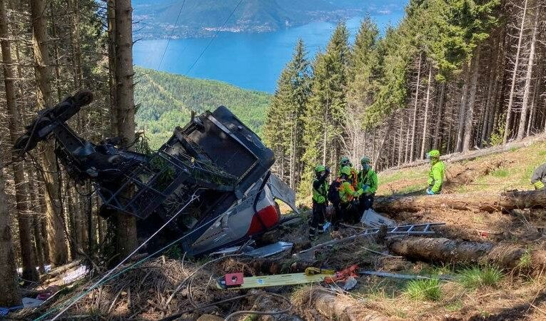 Italian cable car plunges to the ground, killing at least nine passengers