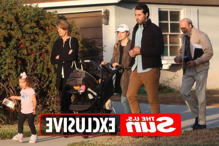 Jinger Duggar steps out with husband Jeremy Vuolo & their daughters weeks after brother Josh's arrest