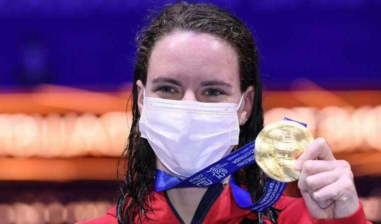 Kathleen Dawson: British swimmer wins gold in 100 metres backstroke at European Championships