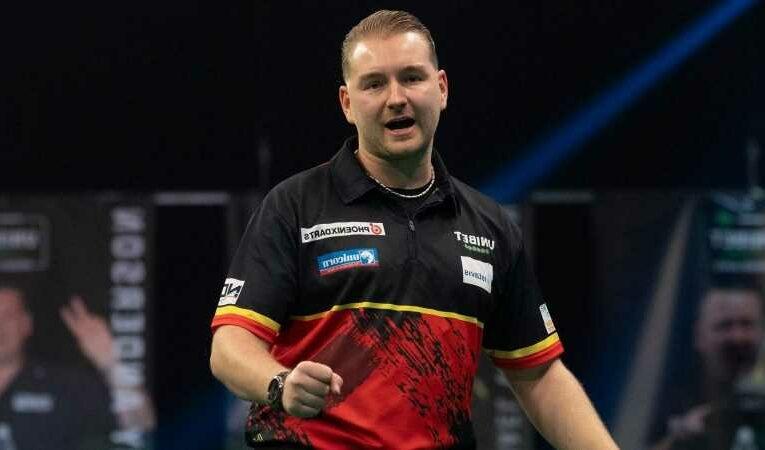 Premier League Darts 2021: Dimitri Van den Bergh beats Nathan Apsinall to close in on league leader