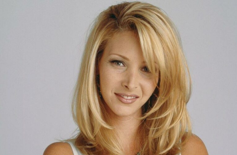 Friends' Lisa Kudrow ditches signature Phoebe blonde for copper-coloured hair