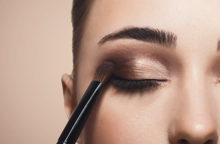 The Drugstore Eyeshadow That Celebrity Makeup Artists Swear By
