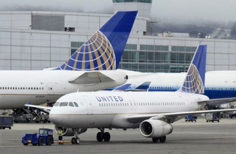 United Airlines offers flight attendants extra vacation days, pay for proof of vaccination