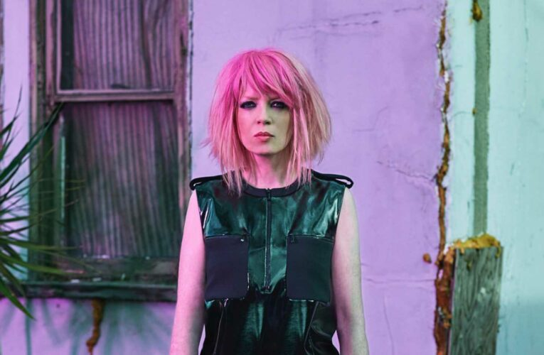 Who is Shirley Manson from Garbage and what's her net worth?