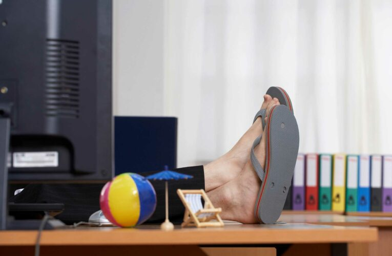 Can I wear shorts and flip flops to the office in hot weather? Employee rights explained