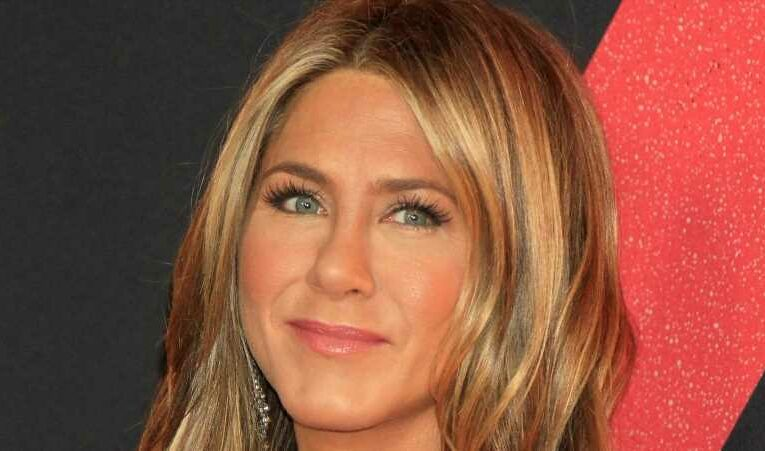 How To Replicate Jennifer Aniston's Makeup Routine