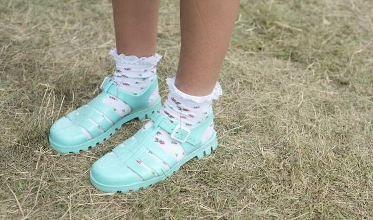 How To Wear Jelly Shoes, The Latest Trend To Come Back From Y2K