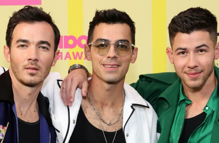Jonas Brothers Celebrate Their Fans With New 'Remember This' Music Video – Watch!