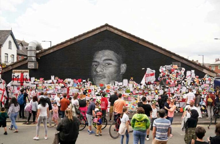 Marcus Rashford mural: Hundreds descend to show support in Stand Up To Racism vigil after vile abuse