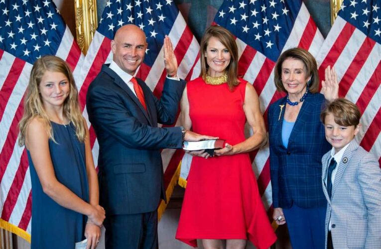 Pelosi removes mask for Jake Ellzey swearing-in photo, defying her own rules