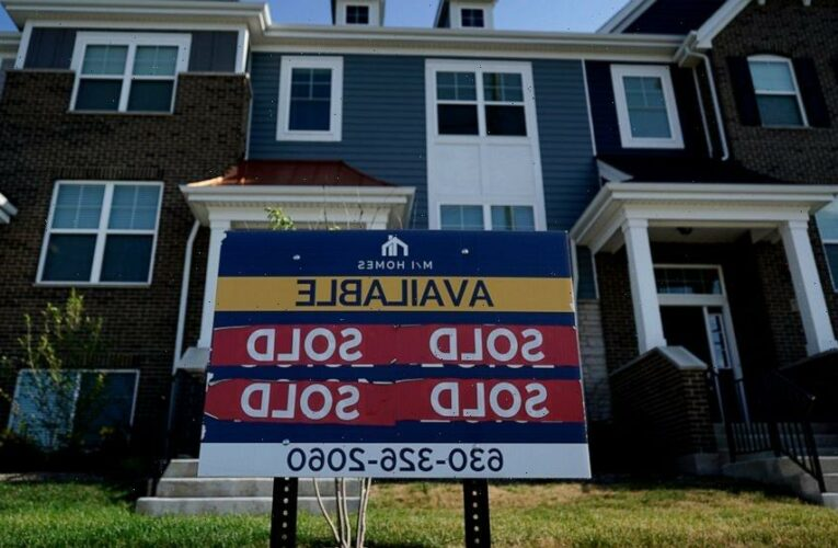 US average mortgage rates continue to fall; 30-year at 2.90%