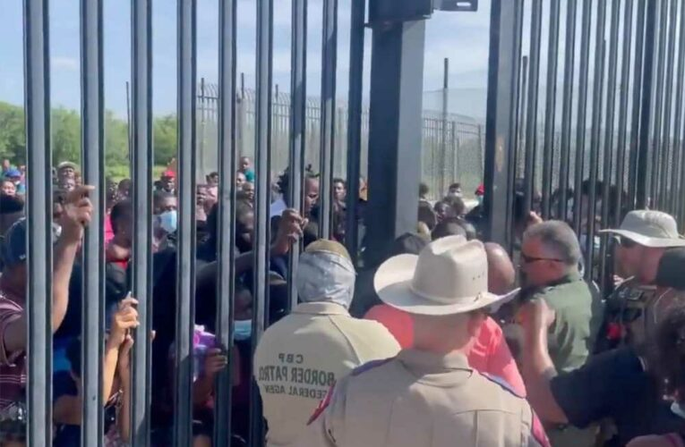 Video shows hundreds of migrants try to force way past Texas border agents