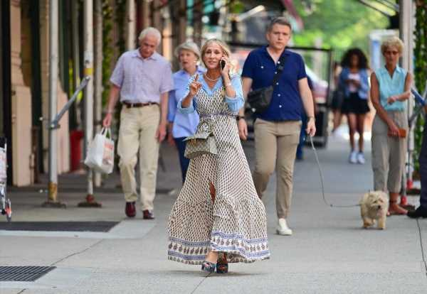 """Carrie Bradshaw is Finally Spotted With a Major """"It"""" Bag"""