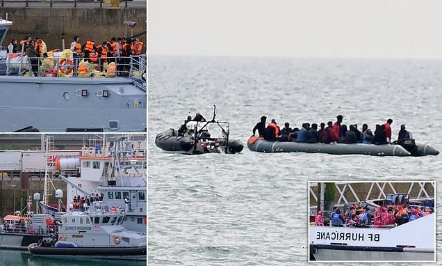 New record as officials say 828 migrants cross Channel on Saturday