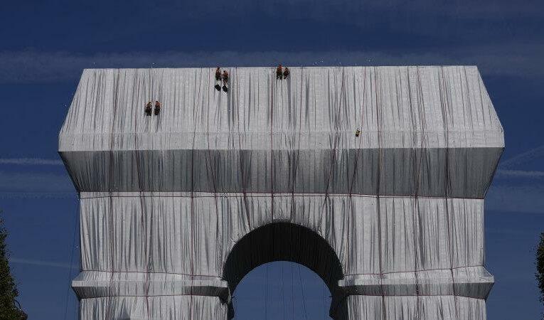 'A big gray elephant': Arc de Triomphe is wrapped up