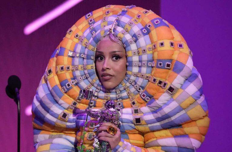 "10 Things Doja Cat's ""Worm"" Costume Looked Like at the 2021 VMAs"