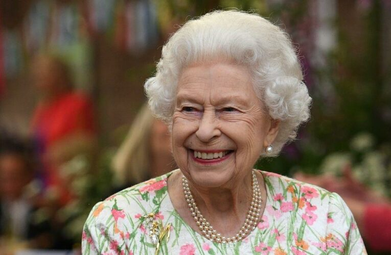 Centuries old tradition behind the Queen's Instagram sign off 'Elizabeth R'