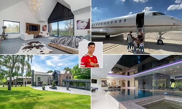 Cristiano Ronaldo flies into UK before his Manchester United debut