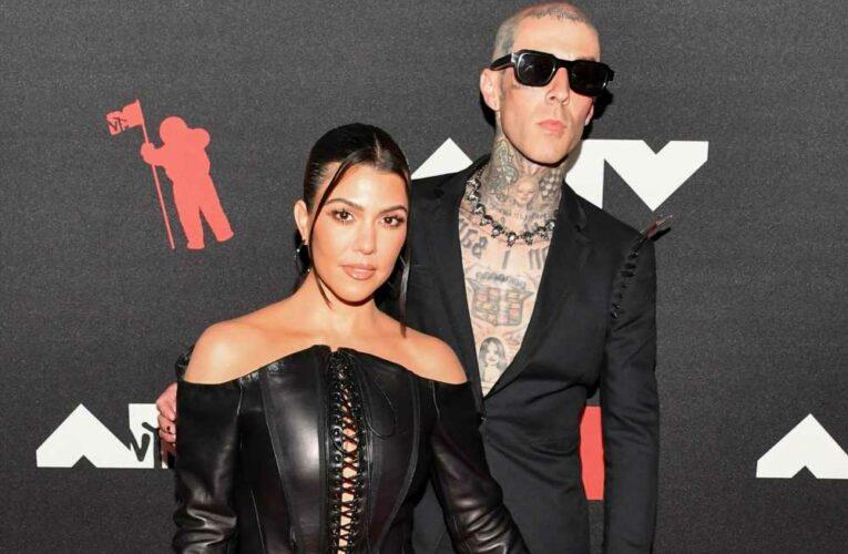 Kourtney Kardashian and Travis Barker go full punk at 2021 VMAs