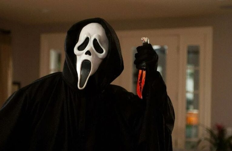 Neve Campbell & Courtney Cox are Back For More in Scream Trailer