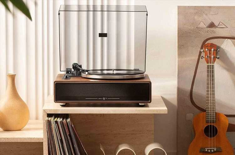 RS Recommends: This $180 All-in-One Turntable Has Bluetooth and a Built-In Speaker